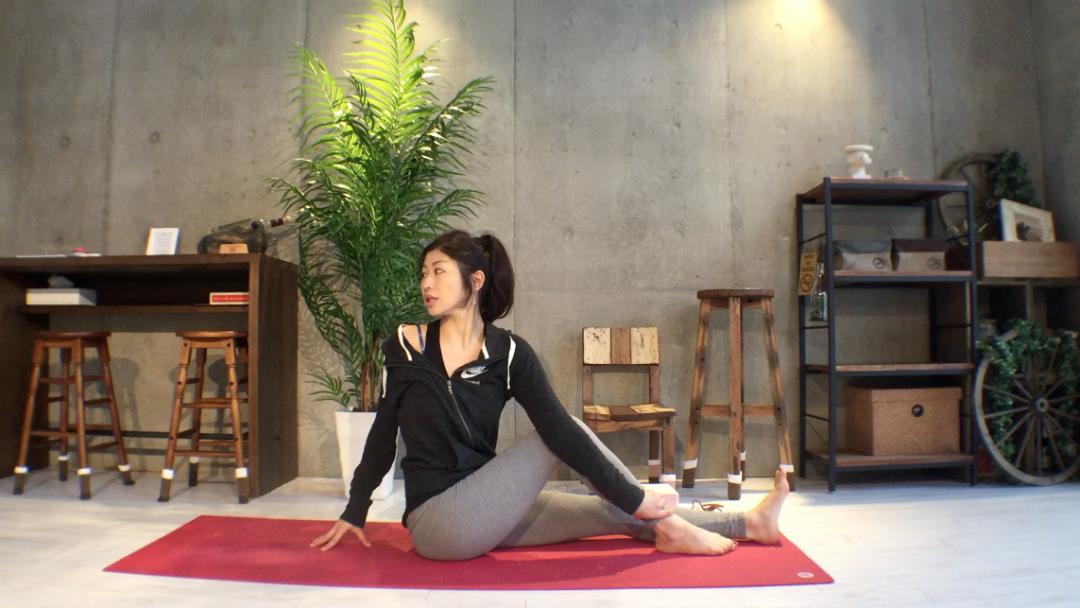 pic_ardha_matsyendrasana_yoga