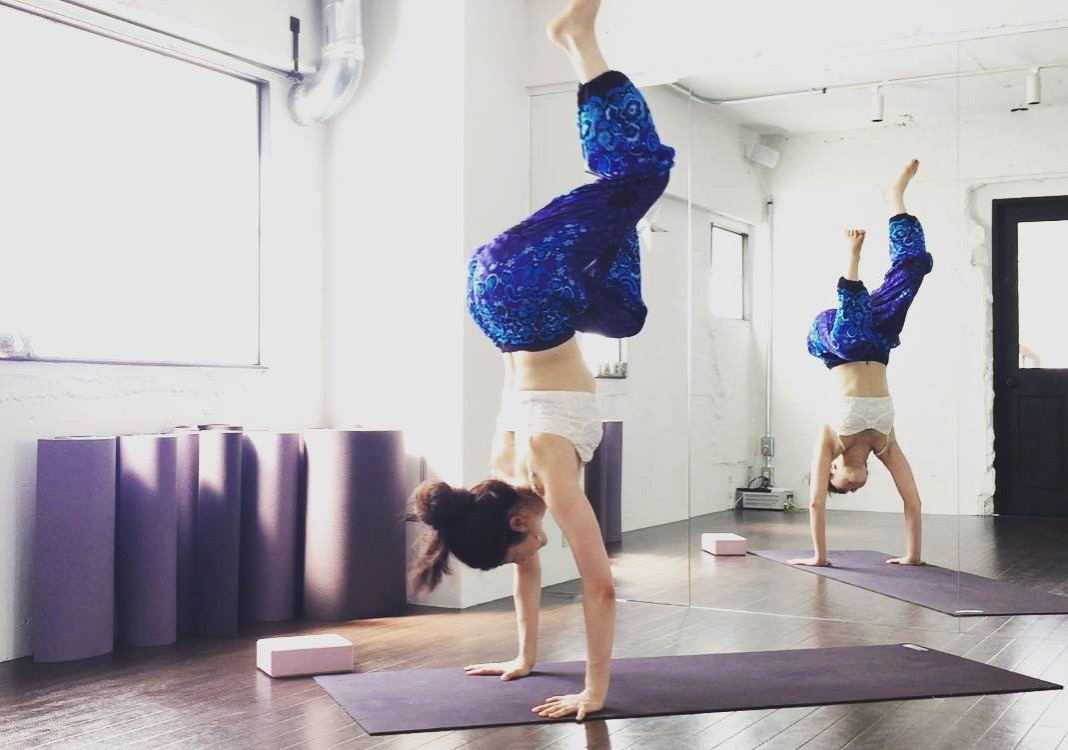 handstand_mika_saiki
